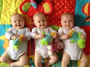 向偉大的母親致敬!!【全程實拍】三胞胎媽媽懷孕期間的世界,尤其最後一張36週的肚子,真是太驚人了!!