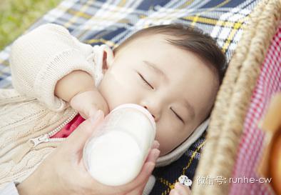 媽媽如此餵奶竟使5月大寶寶命喪黃泉,慘重代價讓媽媽遺憾終生