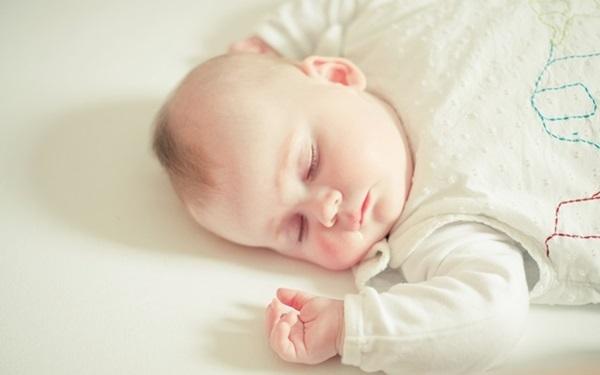 0-1歲寶寶想要學好坐、爬、站、走,「脊椎發育」好不好是大關鍵!