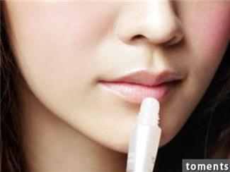 護唇膏拚命塗嘴唇還是黑?!你知道為什麼你的嘴唇這麼黑嗎? 80%都是你自己造成的!