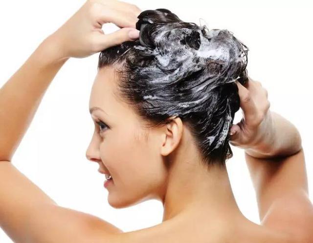 洗頭的時候,往洗髮水裡加點這東西,意想不到的事情發生了···