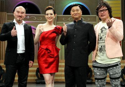 很多人質疑「歌手辛龍憑什麼娶到國標女王劉真」,但看完他偷偷為妻子做的事後這些人的臉都被打腫了!