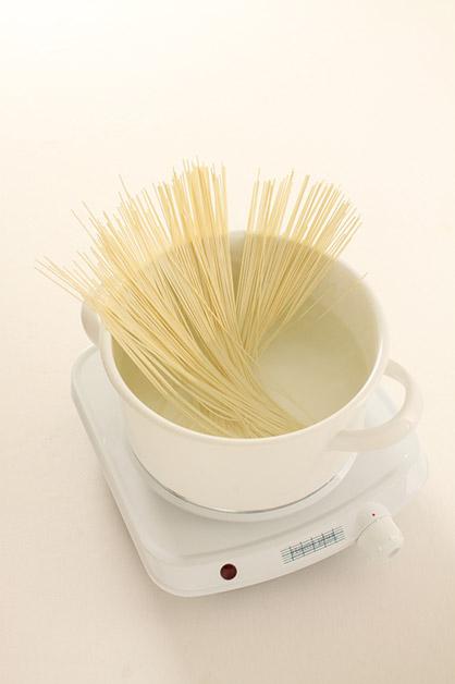 煮義大利面絕對不能加冷水!快看你是不是也犯了這些常見的錯誤煮面方法!