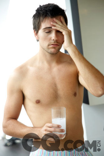 宿醉喝濃茶只會更慘!7個緩解宿醉症狀的實用方法