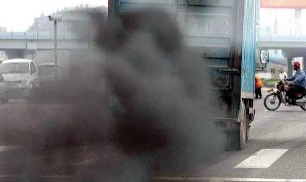 小心!!!當汽車排煙出現「這顏色」代表你的車「要壞了」駕駛人要注意,否則可能會......!!!