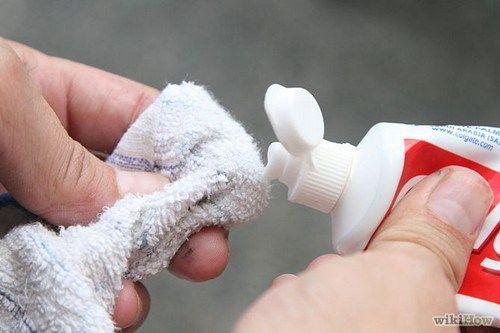 太厲害了!只需要塗少量的牙膏在粉刺上,數個小時內粉刺就會消失!沒人知道的牙膏八大用處...