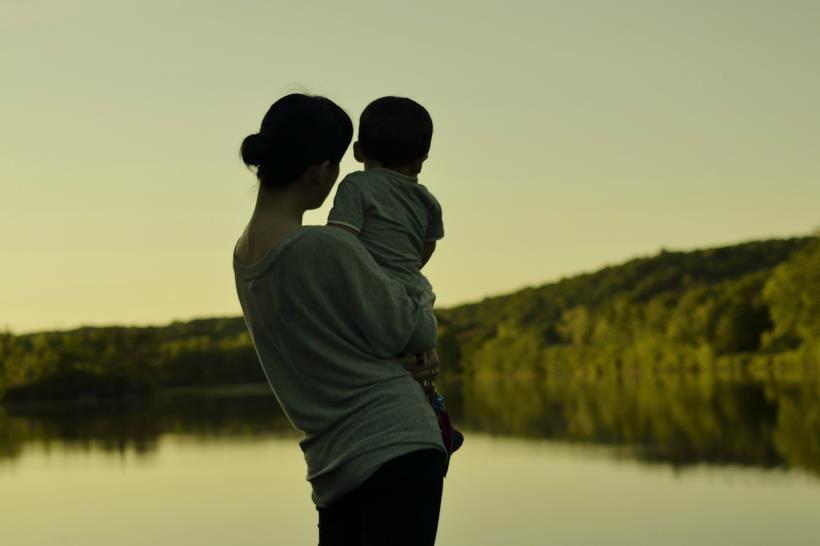 媽在...兄妹是一家人;媽不在...是親戚!字字入心,感人肺腑!