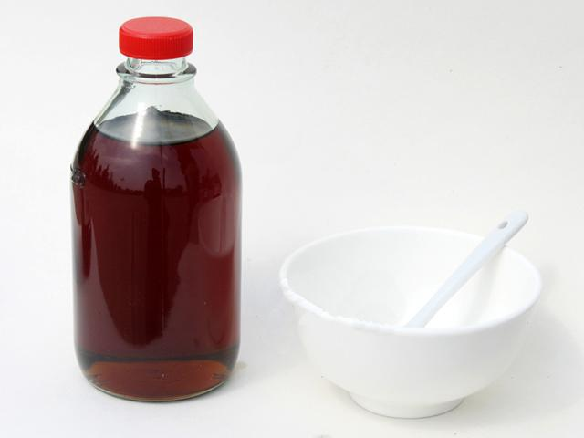 這樣的「香油」是勾兌的,對身體有害,你家裡肯定有,趕快扔掉吧