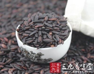 由於黑米所含營養成分多聚集在黑色皮層