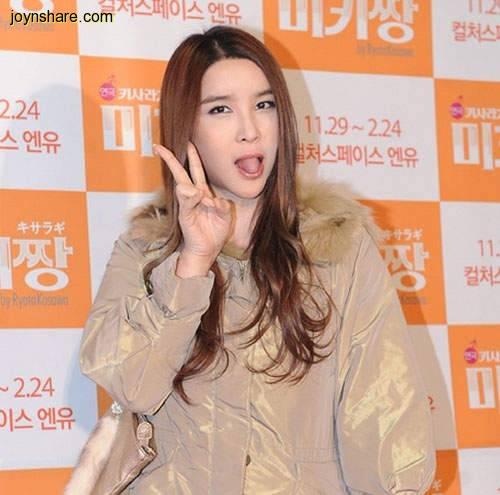「忍痛讓老公去和別女人生孩子」韓國變性人河莉秀人美又有帥老公,最近卻被拍到變這樣