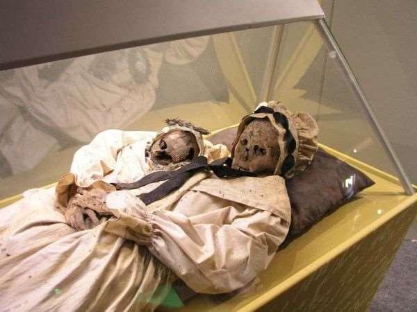 400年前母子木乃伊出土!生產子宮破裂死亡,胎兒卡產道,解剖後竟看到……!