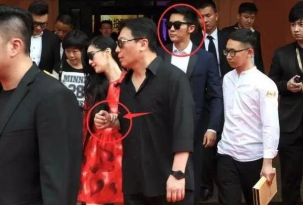 他身價10億,也甘心為范冰冰保駕護航,難怪范爺還不嫁給李晨!