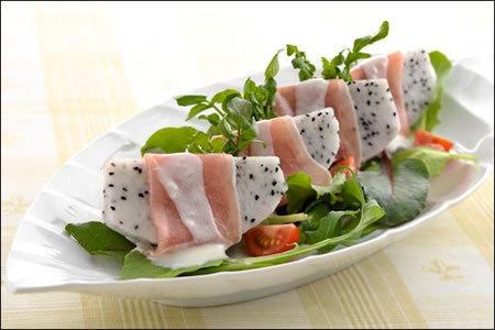 沒有食慾時就吃「生火腿佐火龍果沙拉」♡
