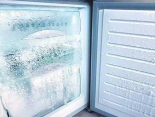 冰箱裡的結冰厚的要命?原來只需「這個東西」就可以立馬脫落!