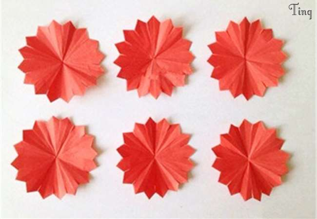 简单又美丽,9个步骤教你如何手摺出「纸花康乃馨」,快