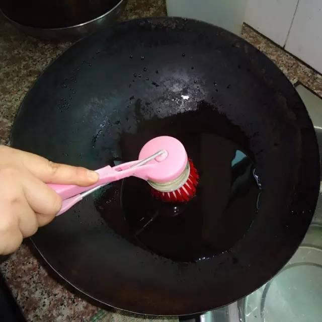 家裡的鐵鍋老是生鏽?這些去銹的方法真的很棒