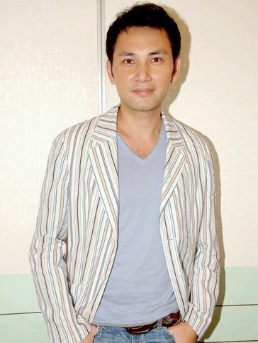 50歲林文龍現狀,淡出娛樂圈,與愛妻活成神仙眷侶!