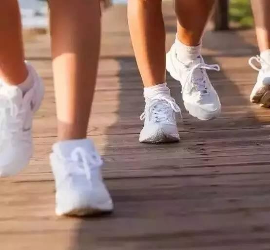 日行2萬步走傷膝蓋,3萬步走斷大腿骨!最健康的健走方式竟是...
