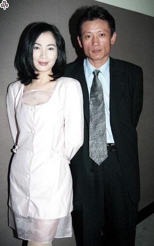 58歲張瓊姿當年「車震潘若迪」震驚演藝圈!老公震怒「提離婚」她哭著挽回,結婚24年他們如今...