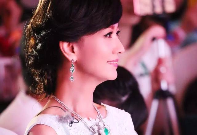 周潤髮結婚32年無子,被疑和趙雅芝有私生女,他老婆道出真相!