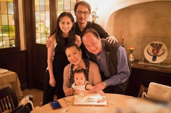 71歲狄龍舊照,曾帥過成龍,娶小11歲嬌妻,今不做大哥好多年