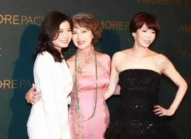 她曾甩了謝賢,嫁給愛情38年,如今70歲活成17歲的模樣!