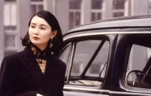 劉德華曾痴戀她失敗,梁朝偉念念不忘是她,52歲的她被小15歲男友甩,還被嘲瘦到有如「活死人」....她如今變成了這樣!