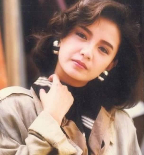 她18歲出道,曾跟梁朝偉相戀六年,卻被劉嘉玲橫刀奪愛 !