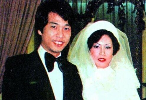 吳孟達64歲近照,養4個老婆5個孩子,每月生活費30萬! !