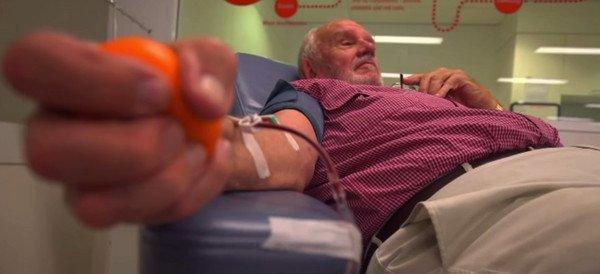 他從18歲開始捐血,長達60 年,成功讓200 萬名嬰兒活了下來! 原來是因爲他的血裏有這個東西...