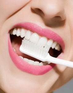 簡單美白牙齒小妙招,揭牙齒為什麼變黃原因!