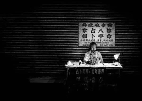 香港菲傭隨手拍下這張照片,擊敗全世界60000+攝影師,還登上『紐約時報』!