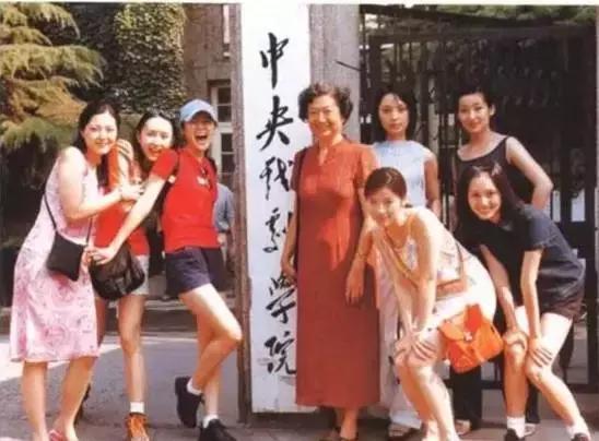 胡靜因演戲再次爆紅,吳佩慈淪為生娃機器,嫁入豪門6位女星現狀