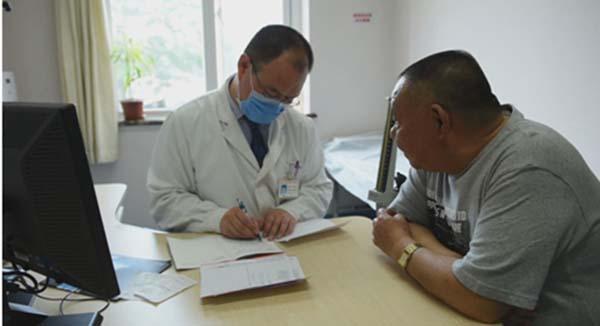 40歲壯漢只覺「胃痛」,幾分鐘後嘴唇青紫,原來是一種要命的病