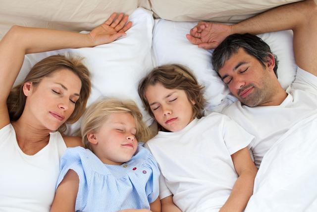 你的年紀「每天適合睡幾個小時」? 你又睡了幾個小時? 快來對照一下吧!