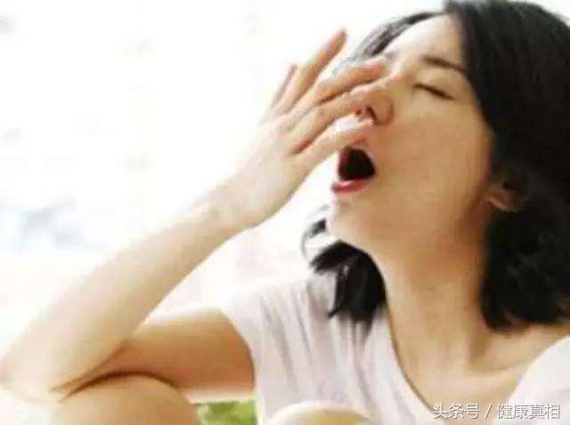 嘴唇乾燥,皸裂,同時口乾口臭,一個方法就搞定,有這困難的朋友看完可以試試哦!