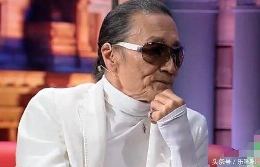 謝賢終於摘下了墨鏡,露出了真面貌!幾十年的秘密瞬間暴露了!