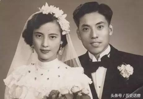 他是三代單傳的皇族,被迫娶了「姐姐」,卻愛了70年······