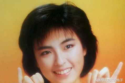 她是梅艷芳妹妹,甘願為天王放棄事業隱退,如今一家四口幸福無比!