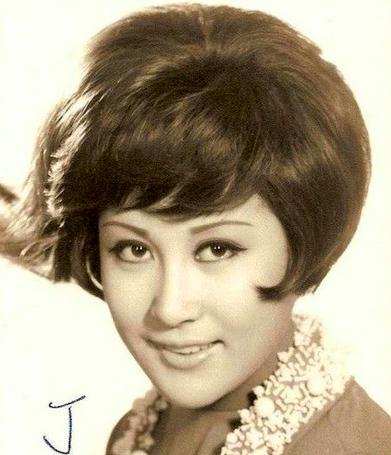 李小龍因她而死,她卻嫁給了向華強,如今70歲的
