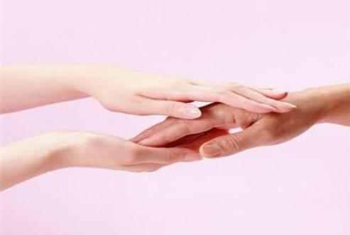 手上長「水泡」是什麼引起的,該如何是好?教你五招有效的護理方法,再也不腫脹,疼痛了!