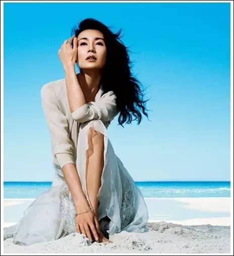 她18歲香港小姐出道,是亞洲首位坎城影后,如今年過50仍單身