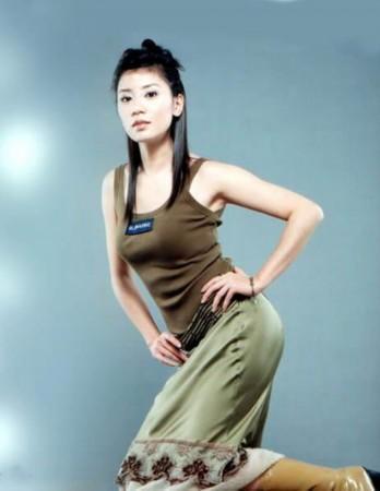 看了賈靜雯年輕時的照片,才明白為啥有人願意為她豪擲五億!
