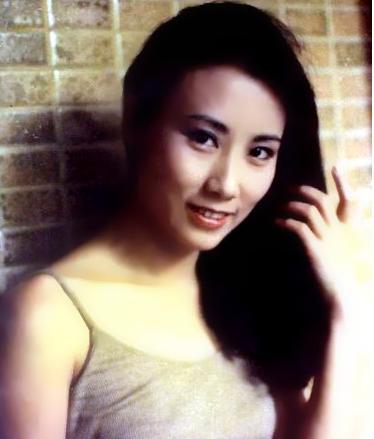 趙雅芝在她身邊只能當配角,巔峰時卻被封殺,今仍是人們心中一姐 !