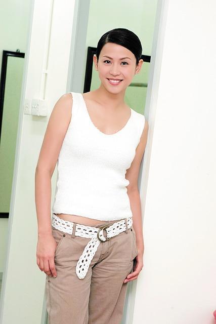 23歲出道後成TVB花旦,張衛健曾經的最愛,47歲依舊單身 !