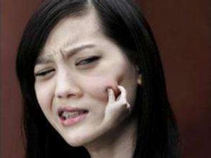 她左眼皮跳了3年,以為是財運將至,實則重病纏身