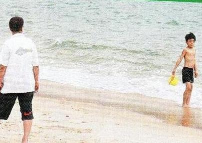 64歲吳孟達近照曝光,風流成性有三任太太,但沒想到晚年卻落得如此下場!患心臟衰竭,現在為了養家,竟連房子都賣了!太可憐了