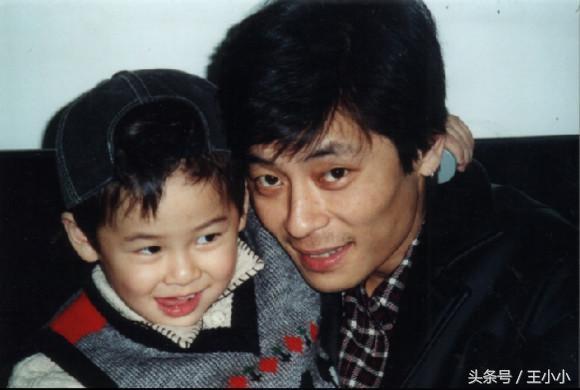他是最傷感的爸爸,獨自養女兒長大,與兒子15年不能相見,他到底經歷了啥?
