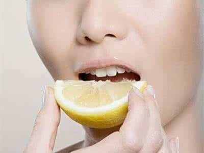 不抽菸喝酒但牙齒還是黃?別再挑牙膏了,學學這幾招