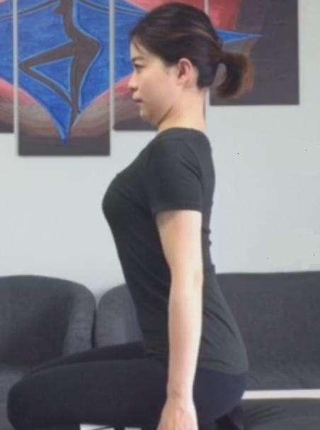 簡單3步教你矯正影響美觀的「頸椎大包」